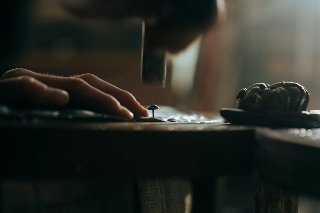 Bricolage fait main par un homme