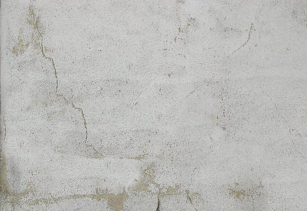 mur en béton fissuré