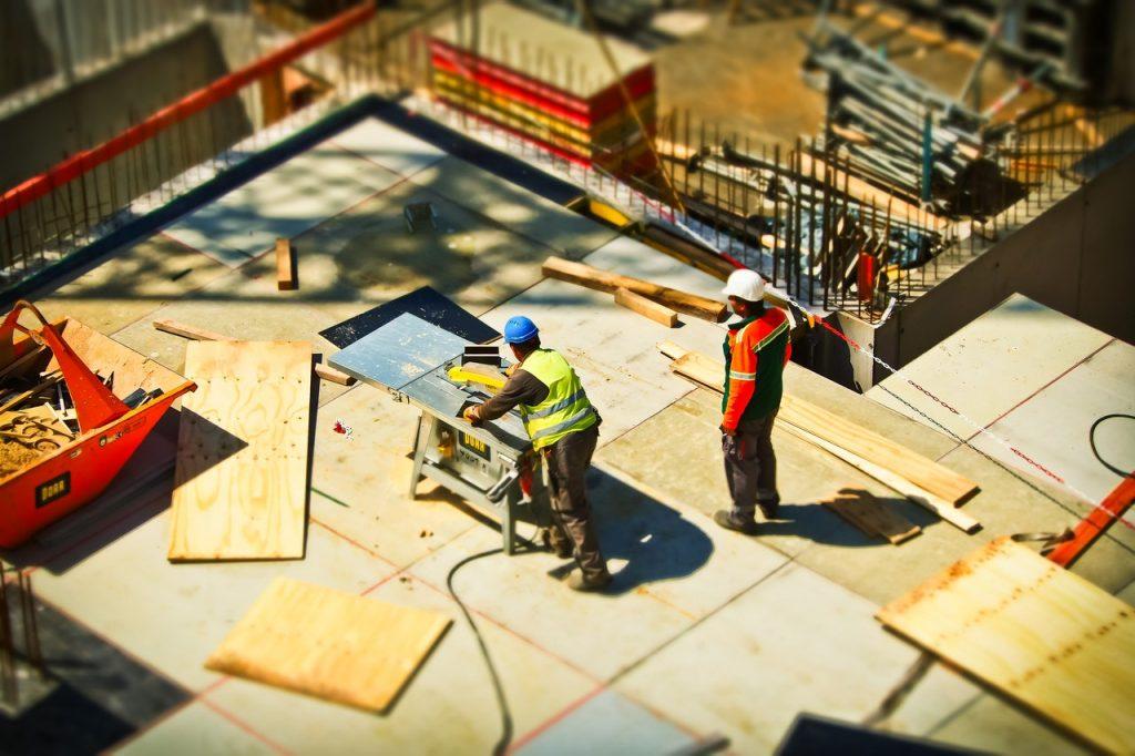 Ouvriers sur un chantier entrain de travailler