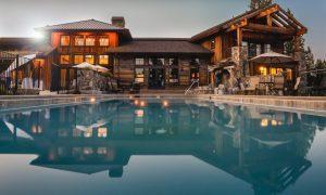 Grande villa boisée, avec une grande piscine extérieure